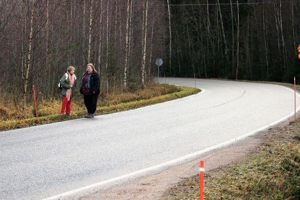 Havaintopaikka on Riihimäki-Lahti tieltä erkaneva tie kohti Ryttylää.