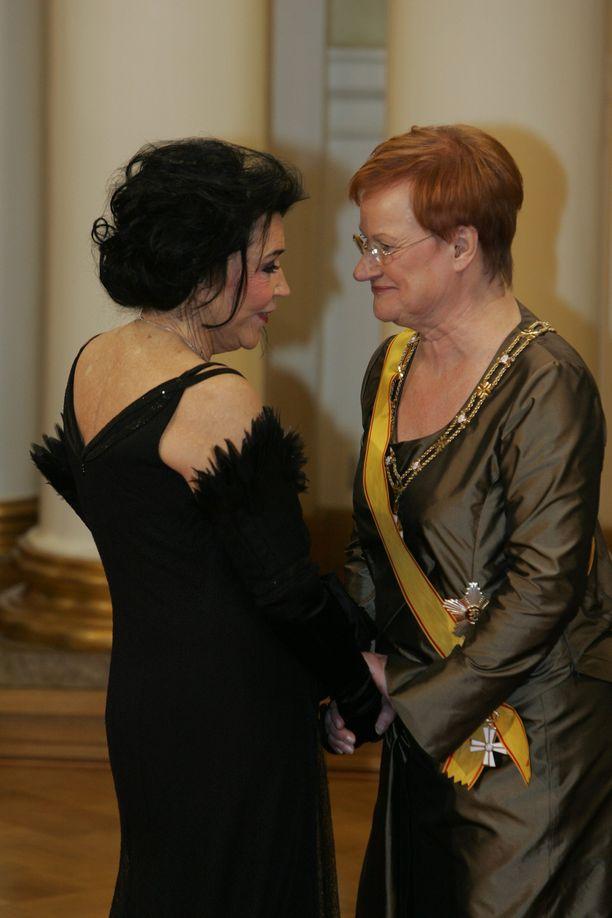 Vuonna 2007 Paakkanen oli jälleen Linnan juhlissa. Presidentti Tarja Halonen oli Marimekossa usein nähty vieras.