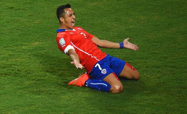 Alexis Sánchez juhli Chilen ensimmäistä maalia.