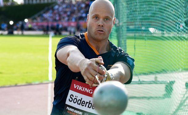 David Söderberg odottaa seuraavaksi pitkää heittoa Tampereella.