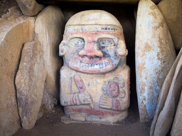 Patsaat kätkevät sisäänsä lukuisia arvoituksia, sillä tiedot alkuperäiskansojen kulttuurista ovat hyvin vähäisiä.