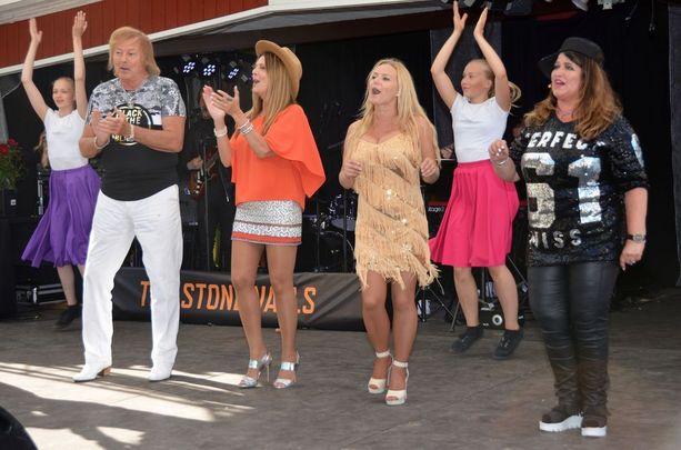 Dannyn lisäksi Sieravuoressa esiintyvät muun muassa Eini, Katja Lukin ja Meiju Suvas.