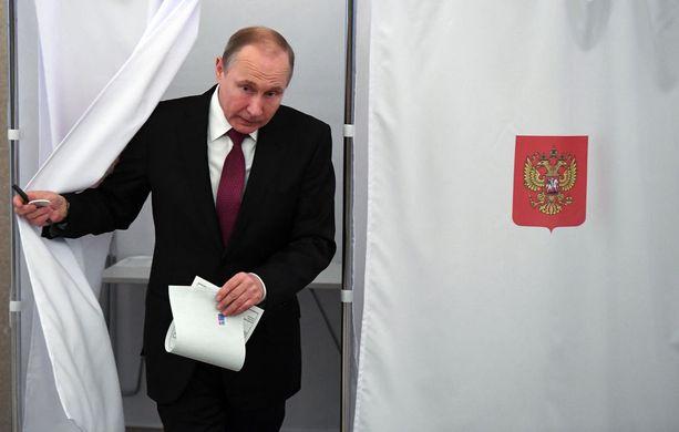 Odotetusti Vladimir Putin on voittamassa vaalit.