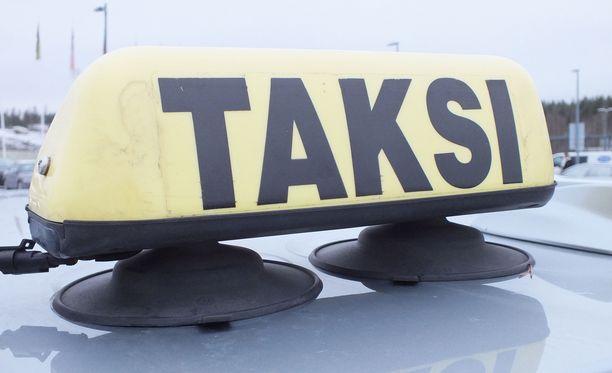 Taksikohu nousi, kun Hankasalmella ihmiset valittivat töykeistä kuskeista. Kuvituskuva.