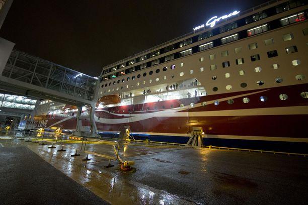 Viking Linen m/s Viking Grace on yksi tuettavista aluksista. Arkistokuva joulukuulta 2013.
