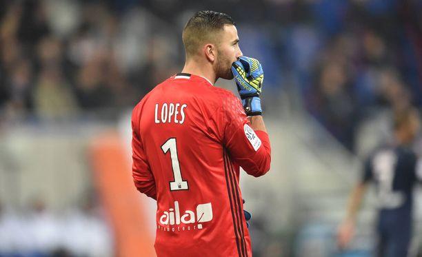 Anthony Lopes koki kovia Metz-ottelussa.