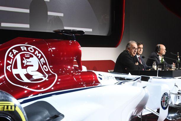 Kesällä menehtynyt Sergio Marchionne (vas.) toi Sauberille Alfa Romeon markkinointikassan. Pascal Picci palkkasi puolestaan Frédéric Vasseurin (oik.) hoitamaan tallipäällikön tehtäviä.
