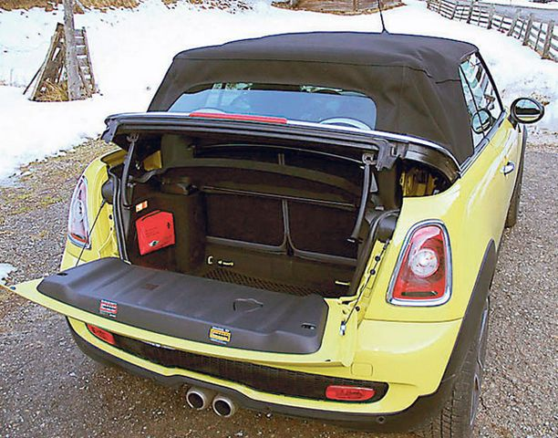 Kangaskatto päälle viritettynä Mini on lajissaan hiljainen auto.