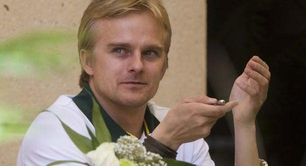 Heikki Kovalainen keskiviikkona Bahrainissa keskittymässä viikonvaihteen koitokseen.