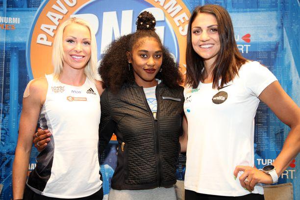 Annimari Korte (vas.), Christina Clemons ja Nooralotta Neziri kilpailevat tiistaina Turussa.