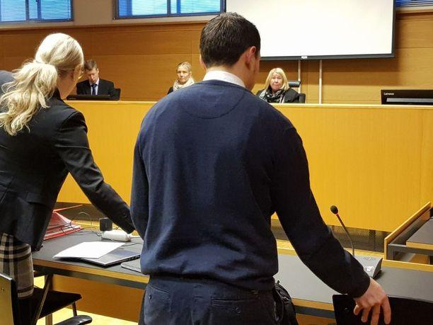 Terrorismivyyhdin pääsyytetty Helsingin käräjäoikeudessa.