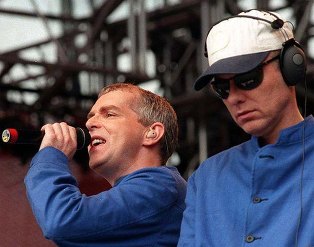 Pet Shop Boys eli Neil Tennant ja Chris Lowe esiintyivät Ruisrockissa vuonna 1997.