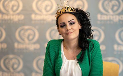 """Keikaton tangokuningatar Pirita Niemenmaa päätyi ABC:n kassalle ja sitten kortistoon: """"Itkin pari päivää"""""""