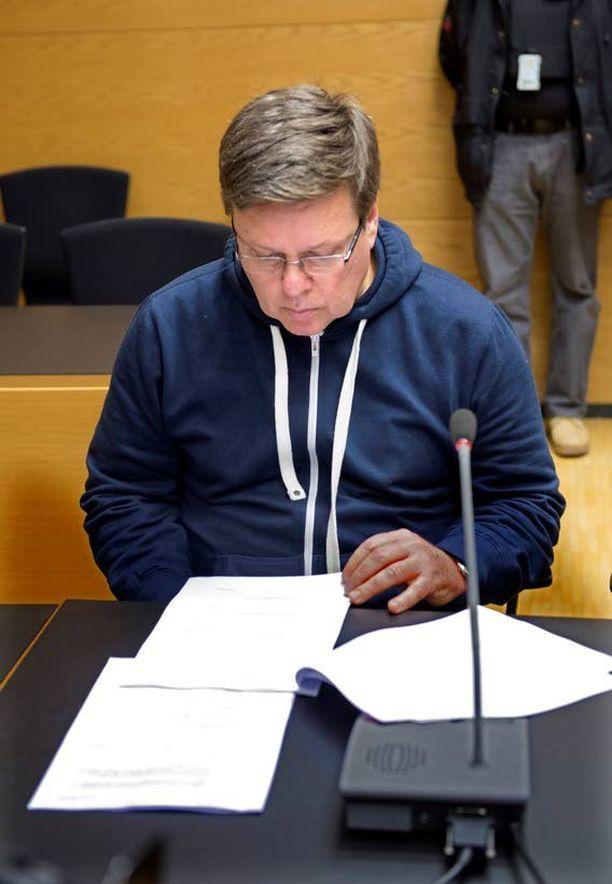 Marraskuussa 2013 Aarnio vangitaan Helsingin käräjäoikeudessa törkeästä rikoksesta epäiltynä.