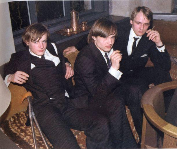 Ilkka, Niklas ja Antti Herlin Hanna-siskonsa häissä vuonna 1982. Riita perinnönjaossa katkaisi myöhemmin Niklas ja Antti Herlinin välit lopullisesti.