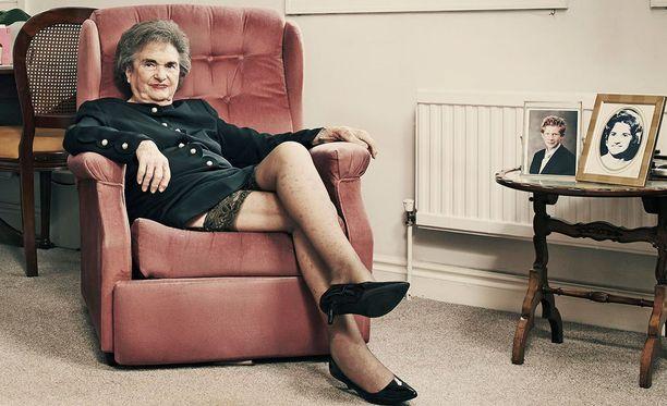 Sheila Voge-Coupe on antanut yhden asiakkaansa kuvat heidän sessioitaan. Otteita niistä näytetään illan 5D-dokumentissa.
