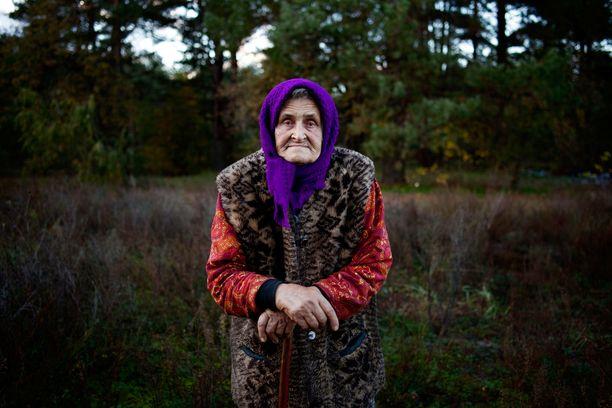 Tšernobylin turvavyöhykealueella elävät mummot eivät halua lähteä kotiseudultaan pois. Säteilyä enemmän heitä pelottaa nälän uhka.