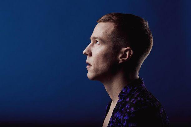 Olavi-albumi vie kuulijan matkalle tunneskaalan äärilaitoihin.