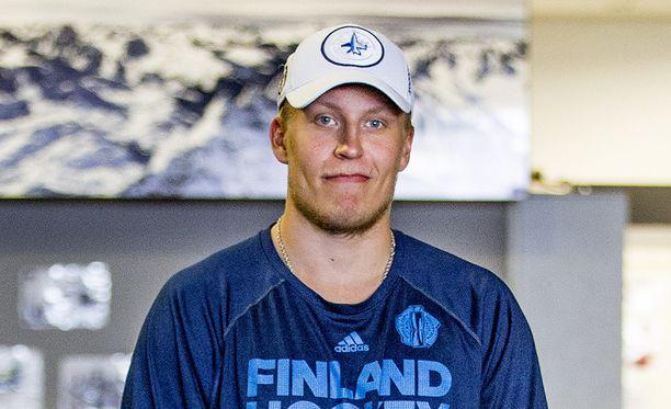 Patrik Laineen oikein ajoitettu kauppareissu pelasti pienen fanin päivän.