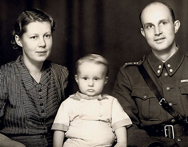 – Synnytykseni oli ollut sen verran vaikea, että jäin äitini Maj-Lisin ja isäni Ension ainoaksi lapseksi.
