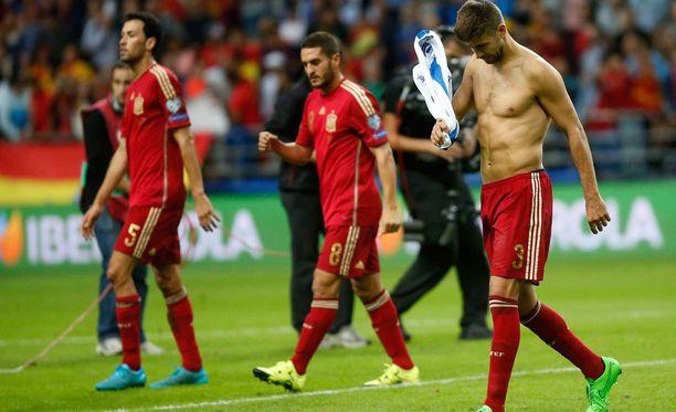 Gerard Piqué (kuvassa oikealla) on joutunut Espanjan maajoukkueen kannattajien hampaisiin.