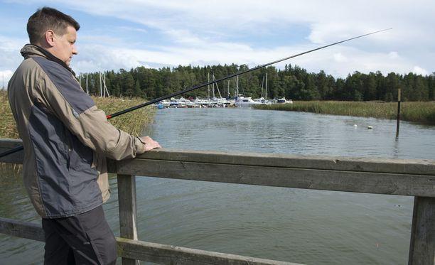 Sää suosii vaikkapa kalastusretkiä, sillä syksyisen kovia tuulia ja sateita ei ole näköpiirissä - ainakaan vielä.