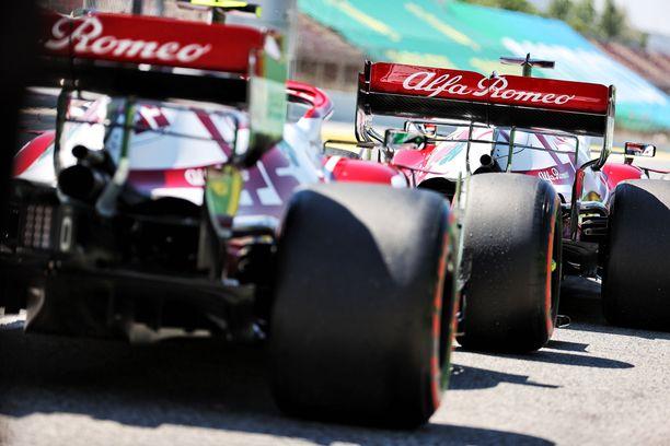 Red Bullin väitteiden mukaan Alfa Romeon takasiipi taipuu.