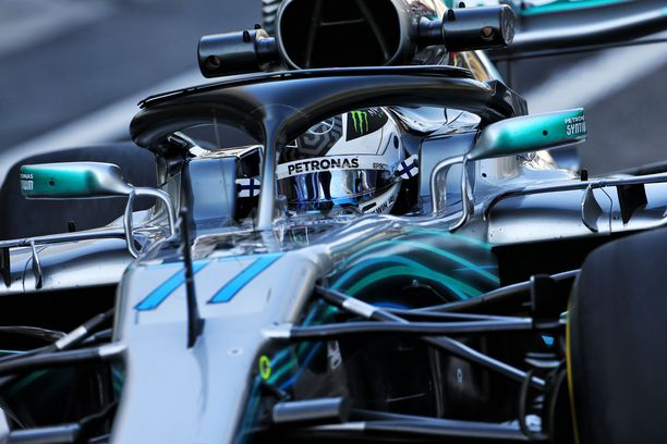 Valtteri Bottas ajaa tiistaina Pirellin rengastestipäivää Yas Marinan radalla.