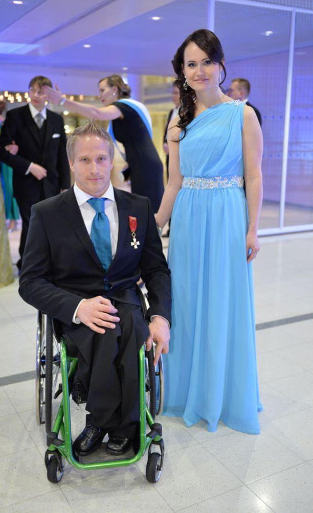Vammaisurheilija Leo-Pekka Tähti ja kihlattu Sandra Ojalill.