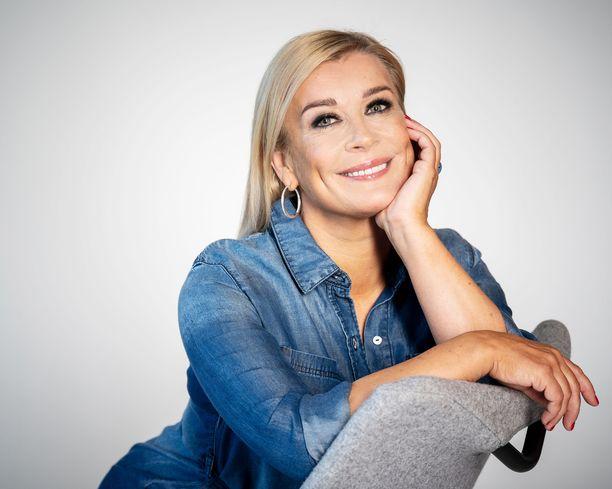 Kirsi Alm-Siira on uutisankkuroinut Maikkarilla jo 15 vuotta.