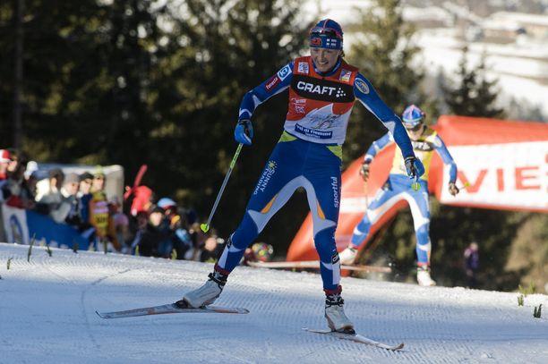 Virpi Kuitunen näytti hymyilevän, kun Aino-Kaisa Saarinen oli taipunut ja Tour de Skin voitto oli tulossa kotiin.