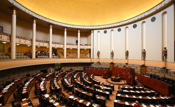 Hallitus haluaa siirtää Ylen strategiasta päättämisen poliitikoista koostuvalle Ylen hallintoneuvostolle.