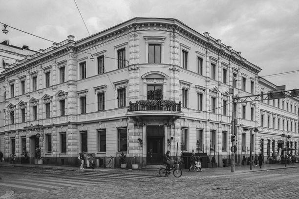 Apteekin Kulmassa on toiminut vuosien saatossa useampikin ravintola, muun muassa Havis Amanda ja Sasso.