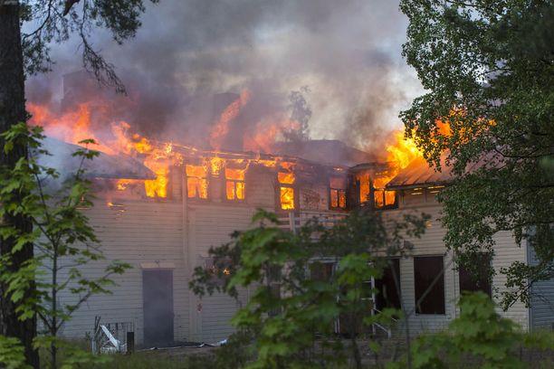 Tulipalosta ei tiettävästi ole aiheutunut henkilövahinkoja.