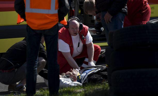 Jyrki Järvilehdolle laitettiin niskatuki ennen kuin hänet vietiin ambulanssilla sairaalaan. Viimeisen tiedon mukaan Järvilehto viettää yön sairaalassa.