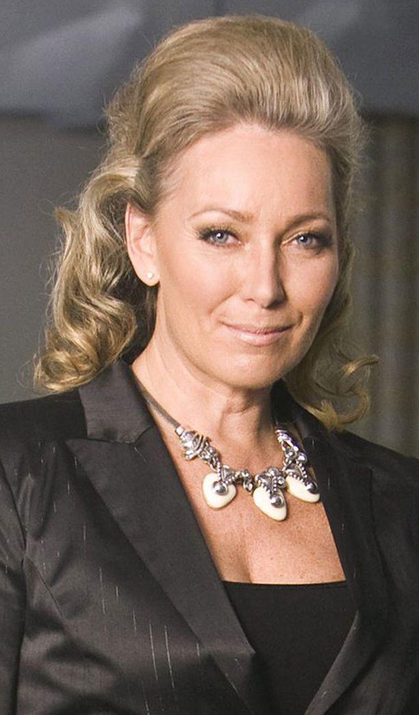 Tyylikonsultti Leena Sarvi paheksui Linnan tanssilattialla pyörähdelleitä homoja.