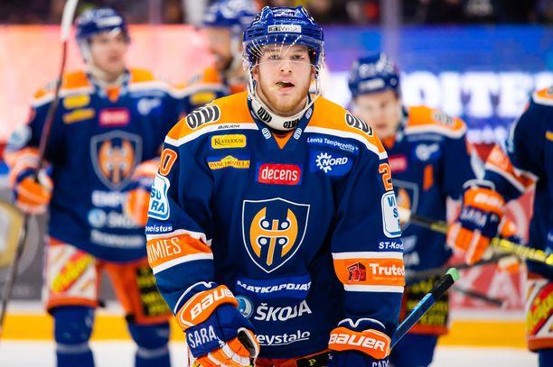 Yleensä Tappara pelaa arki-iltojen kotimatsit sinisillä paidoilla. Kuvassa Niko Ojamäki.