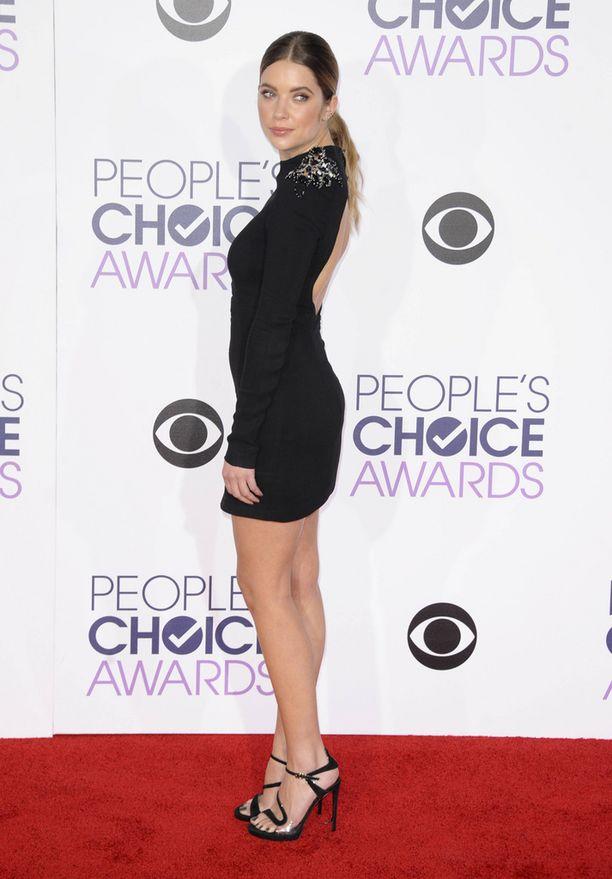 Ashley Benson People's Choice Awards -gaalassa.