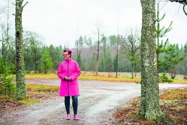 Liikuntakärpäsen pureman saanut Sanna Leinonen yrittää malttaa liikkua maltilla, sillä joskus nuorempana urheilu on lähtenyt käsistä.
