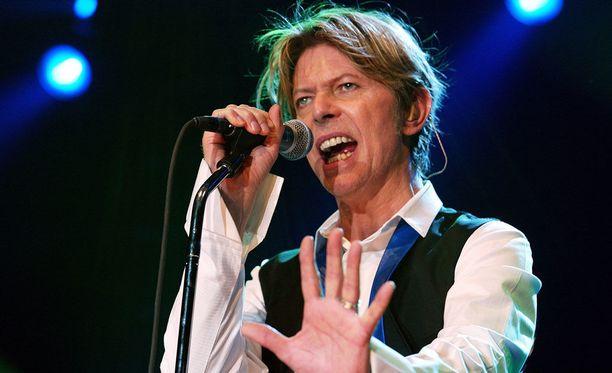 David Bowie palkittiin parhaana miesartistina Brit Awards -gaalassa.