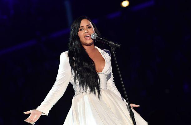 Demi Lovato voisi perustaa perheen joko miehen tai naisen kanssa.