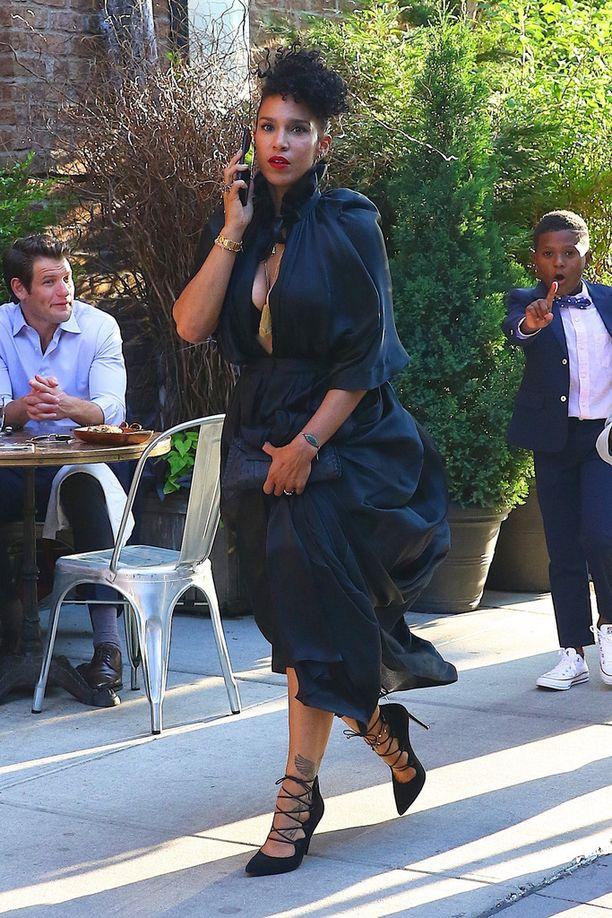 Usherin vaimo Grace Raymond kommentoi miehensä skandaalia TMZ:n kuvaajalle.
