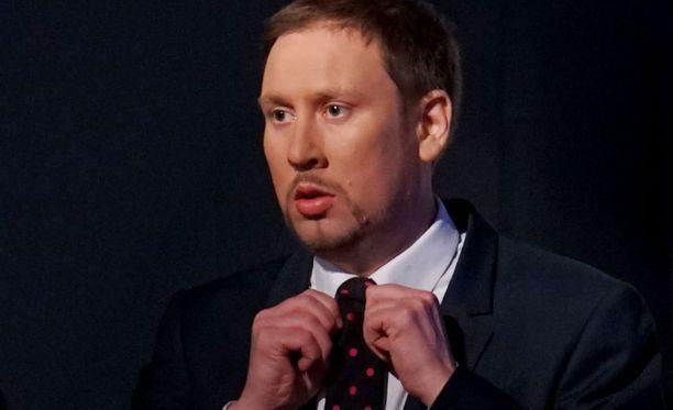 Paavo Arhinmäki vaikutti pettyneeltä ennakkoäänien alustavaan tulokseen.