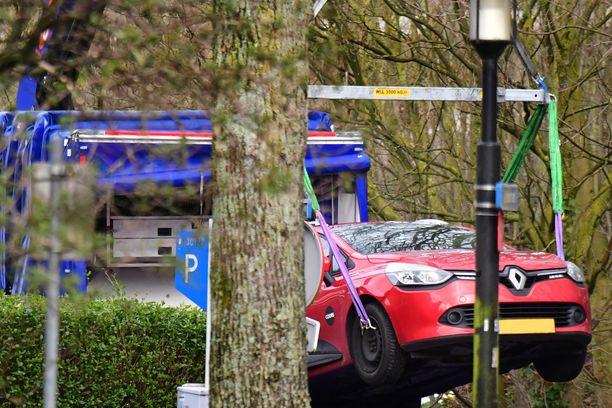 Epäilty ampuja pakeni paikalta tällä autolla. Epäilty pidätettiin maanantaina illalla.