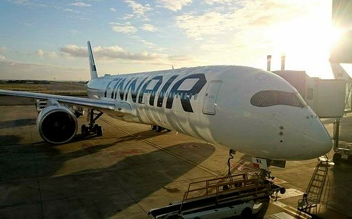 Finnair varautunut koronavirukseen – näin lennolla toimitaan, jos matkustajalla epäillään tartuntaa