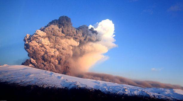 Islannin tulivuorenpurkaus pysäytti täysin Euroopan lentoliikenteen.