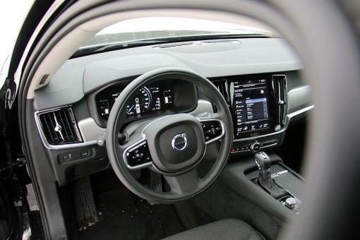 Ohjaamo on taattua nyky-Volvoa.