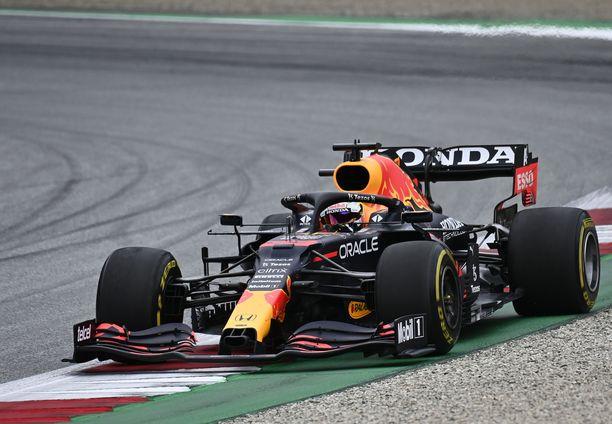 Red Bull johtaa valmistajien sarjaa.