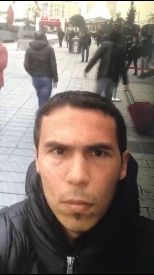 Tässä poliisin julkistama kuva epäillystä terroristista.