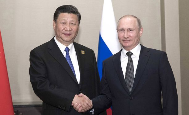 Kiinan presidentti Xi Jinping ja Venäjän presidentti Vladimir Putin tapaavat Moskovassa maanantaina.